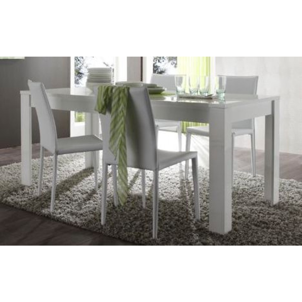 table laquee blanche rectangulaire 180 cm mooviin. Black Bedroom Furniture Sets. Home Design Ideas